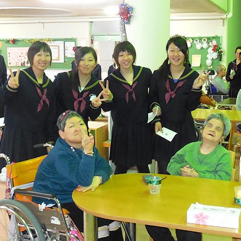 山郷館弘前グループ 入居者と高校生